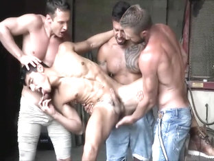 Willing hunk get used to fuck