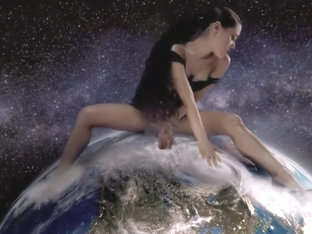 Ariana Grande - God is a woman // GIANTESS ONLY EDIT //