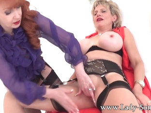 Enjoying An Expert Clit Massage With Red - LadySonia