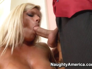Chris Johnson gives Kristal Summers oral reverence