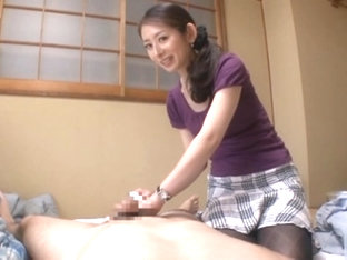 Mans stick gets a good oral cleaning from milf Miku Hasegawa