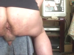 Anal gapes on a stool - part 1 of 2