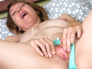 Jamie Foster in Spread And Tease - Anilos