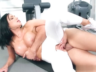 Jaclyn works out her holes