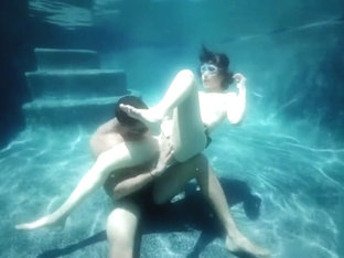Penelope Reed - underwater sex