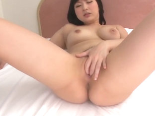 Megumi Haruka finger fucking solo play at home