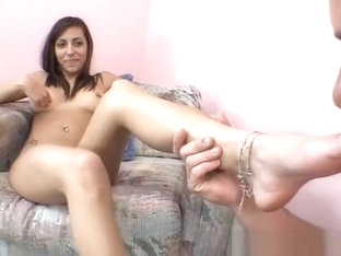 Lela Star gives footjob