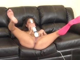 Foxy Gigi Loren Is Live On Cam And Toying Her Twat, Then Her Clit