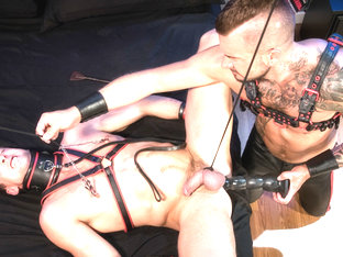 Fetish Findr featuring Dolf Dietrich, Pierce Paris - FistingCentral