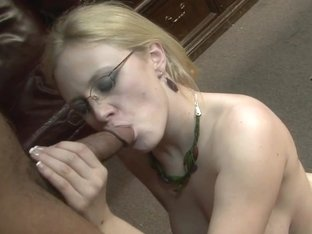 Lustful MILF Cece Stone gives a blowjob