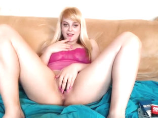 Extra Sweet Blonde Gives a Blowjob