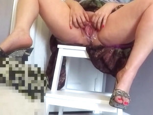 Sexy milf plays with her cunt