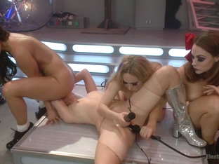 Lorelei Lee  Aiden Starr  Chanel Preston  Ariel X in Barbarella Vs The Electric Dolls - Electroslu.