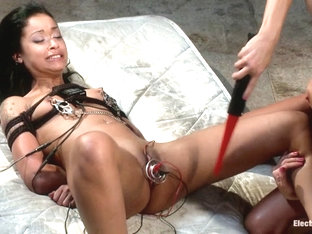 Skin Diamond  Gia DiMarco in The Electrosex Quiet Game - Electrosluts