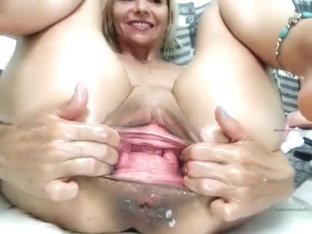 Solo fisting babe toys her ass close up