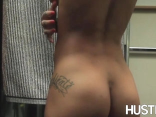 Mesmerizing Bonnie Rotten strokes pussy in shower