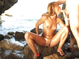 Blonde Anita Terry Is Fucked On The Ocean'S Beach - Upox