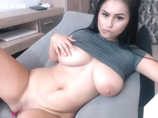 Amateur Big Natural Boobs Brunette Camgirl