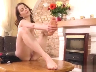 Attractive Nympho Is Urinating And Pleasuring Trimmed Slit